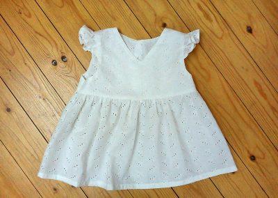 weisse Kinderkleidchen